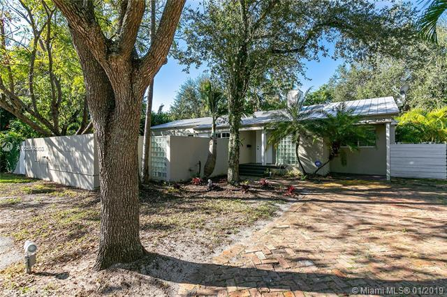 7262 SW 52 CT, Miami, FL 33143 (MLS #A10599868) :: The Adrian Foley Group