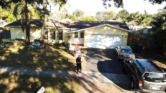 4960 SW 101 Ave, Cooper City, FL 33328 (MLS #A10600176) :: The Chenore Real Estate Group