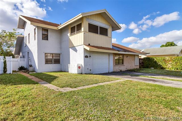 1306 SW 74th Ave, North Lauderdale, FL 33068 (MLS #A10600356) :: The Teri Arbogast Team at Keller Williams Partners SW