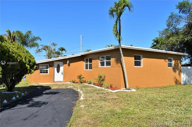 6533 Wiley St, Hollywood, FL 33023 (MLS #A10600371) :: The Teri Arbogast Team at Keller Williams Partners SW