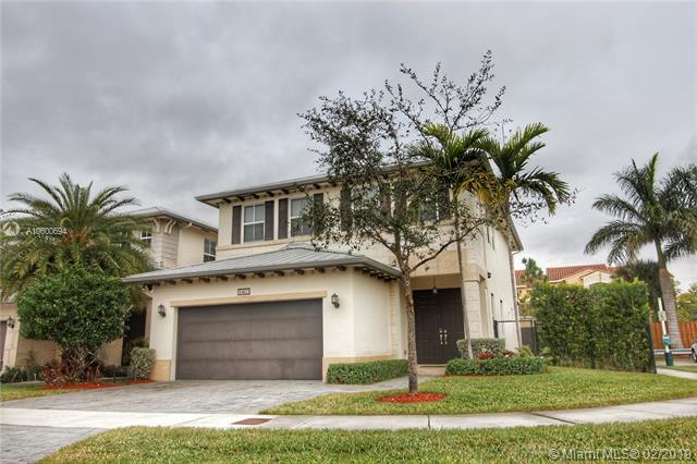 10403 NW 70th Ln, Doral, FL 33178 (MLS #A10600694) :: The Riley Smith Group