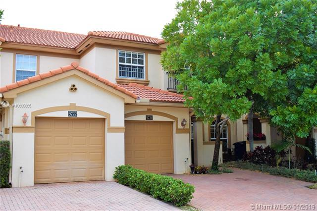 9724 Darlington Pl, Cooper City, FL 33328 (MLS #A10600865) :: The Chenore Real Estate Group