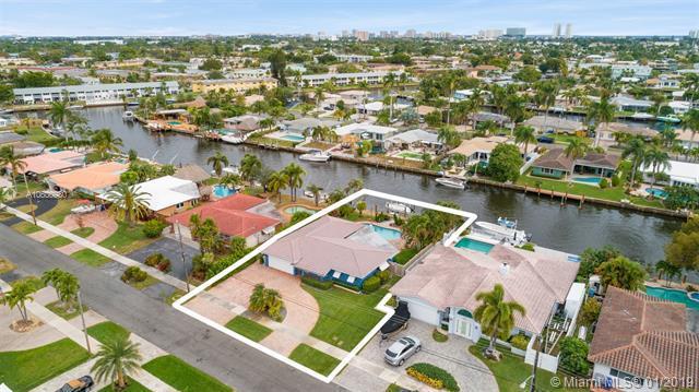 330 SE 5th Ave, Pompano Beach, FL 33060 (MLS #A10600980) :: The Teri Arbogast Team at Keller Williams Partners SW