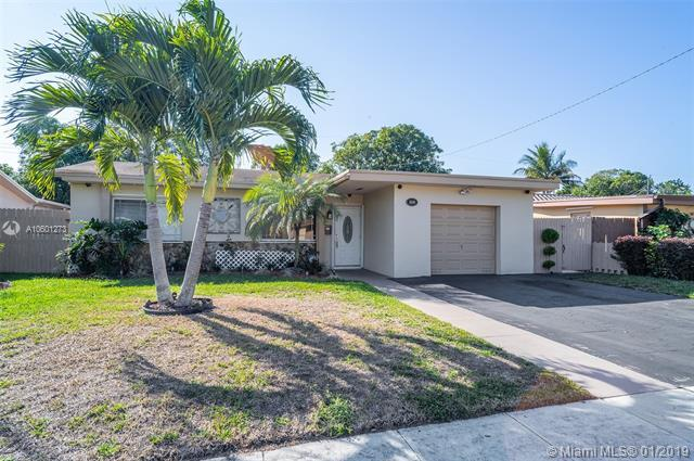 6860 Scott St, Hollywood, FL 33024 (MLS #A10601273) :: The Teri Arbogast Team at Keller Williams Partners SW