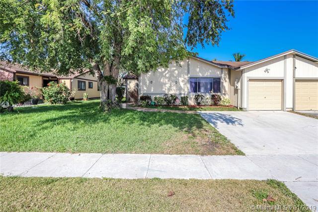 9571 W Daffodil Ln, Miramar, FL 33025 (MLS #A10601397) :: The Chenore Real Estate Group