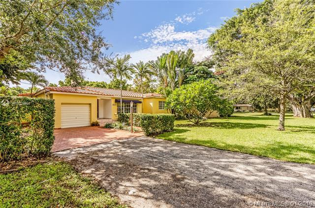 4805 Riviera Dr, Coral Gables, FL 33146 (MLS #A10601664) :: The Maria Murdock Group