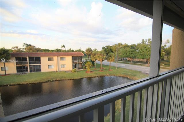 140 Lakeview Dr #309, Weston, FL 33326 (MLS #A10601782) :: The Chenore Real Estate Group