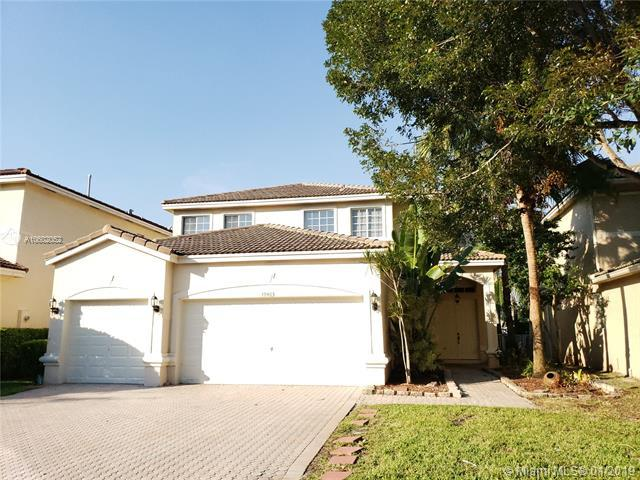 19463 SW 68th St, Pembroke Pines, FL 33332 (MLS #A10602052) :: The Chenore Real Estate Group