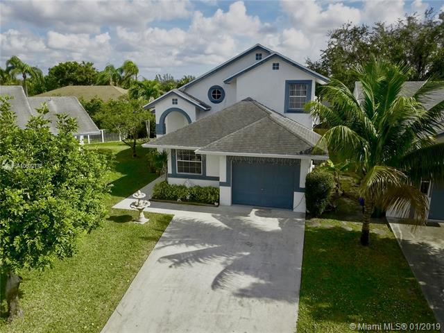 10016 SW 14th St, Pembroke Pines, FL 33025 (MLS #A10602178) :: The Chenore Real Estate Group