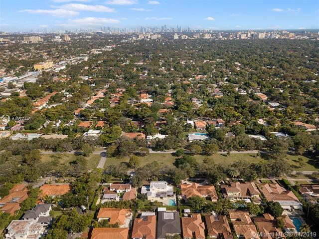 1115 Country Club Prado, Coral Gables, FL 33134 (MLS #A10602445) :: The Jack Coden Group