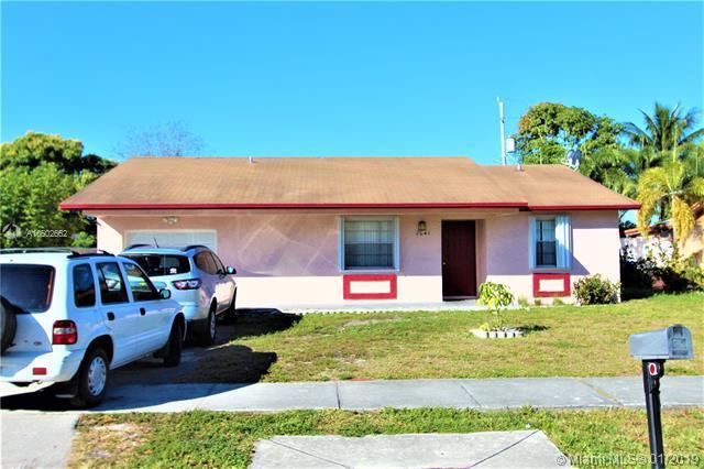 2041 NE 2nd Ave, Pompano Beach, FL 33060 (MLS #A10602662) :: Green Realty Properties