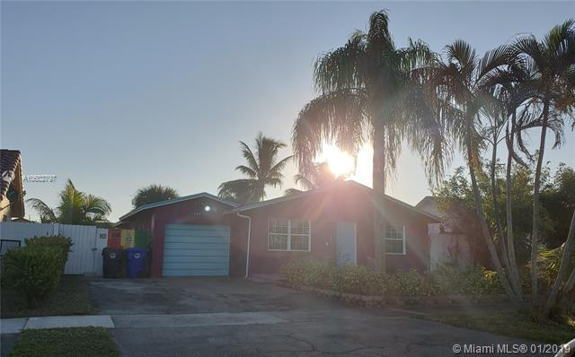 408 SW 74th Ave, North Lauderdale, FL 33068 (MLS #A10602797) :: The Teri Arbogast Team at Keller Williams Partners SW