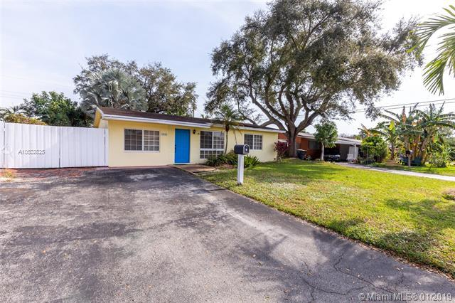 1311 N 65th Ter, Hollywood, FL 33024 (MLS #A10602825) :: The Teri Arbogast Team at Keller Williams Partners SW