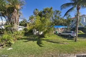 205 W Enid Dr, Key Biscayne, FL 33149 (MLS #A10603058) :: Carole Smith Real Estate Team