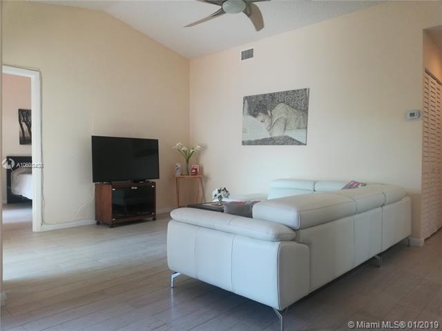 13706 SW 147th Cir Ln 4-6, Miami, FL 33186 (MLS #A10603438) :: The Maria Murdock Group