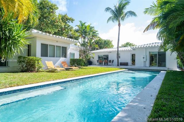 1123 Bay Dr, Miami Beach, FL 33141 (MLS #A10603566) :: The Adrian Foley Group