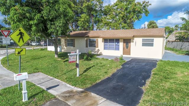 1821 SW 68th Ave, North Lauderdale, FL 33068 (MLS #A10604149) :: Green Realty Properties