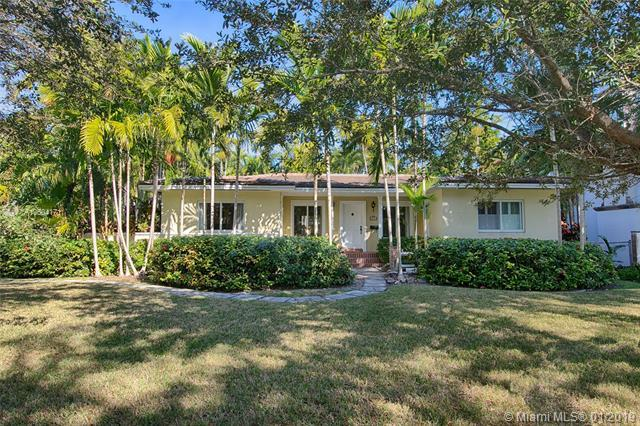1525 Alegriano Ave, Coral Gables, FL 33146 (MLS #A10604171) :: Green Realty Properties