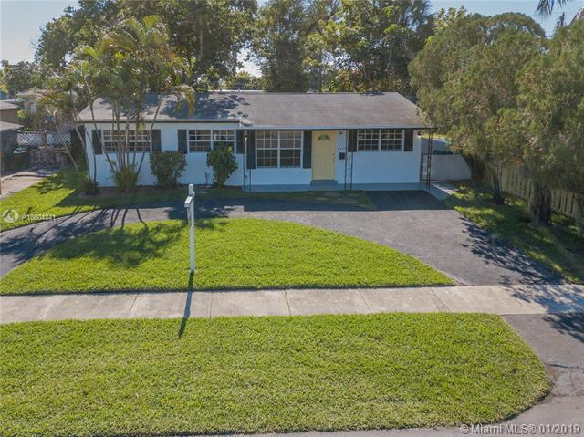 6240 NW 14th Ct, Sunrise, FL 33313 (MLS #A10604341) :: Green Realty Properties