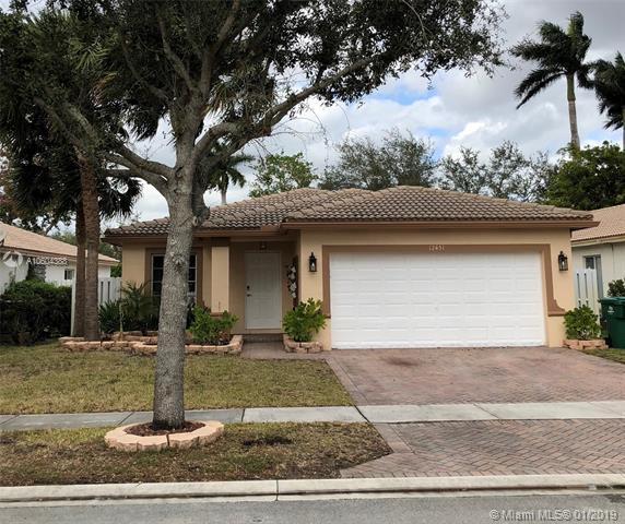 12451 SW 45th Dr, Miramar, FL 33027 (MLS #A10604388) :: Green Realty Properties