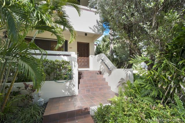 2600 Cardena St #16, Coral Gables, FL 33134 (MLS #A10604418) :: Carole Smith Real Estate Team
