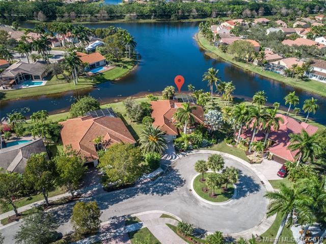482 Fairmont Ln, Weston, FL 33326 (MLS #A10604460) :: Green Realty Properties