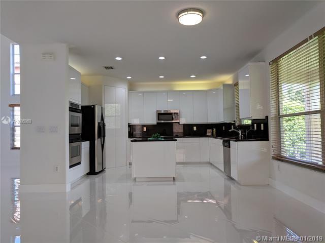 18980 SW 39th Ct, Miramar, FL 33029 (MLS #A10605060) :: Green Realty Properties