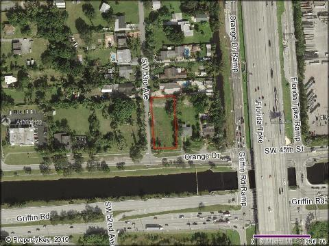 53 Sw Ave, Davie, FL 33314 (MLS #A10605132) :: Lucido Global