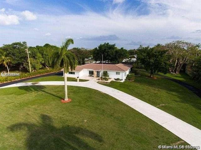 9100 SW 174th St, Palmetto Bay, FL 33157 (MLS #A10605146) :: Carole Smith Real Estate Team