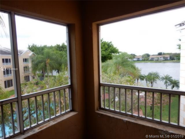 2880 N Oakland Forest Dr #305, Oakland Park, FL 33309 (#A10605825) :: RE/MAX Associated Realty