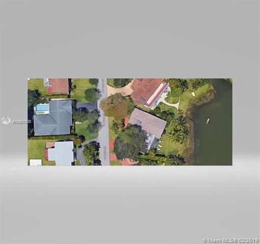 5025 SW 65th Ave, Miami, FL 33155 (MLS #A10607838) :: The Riley Smith Group
