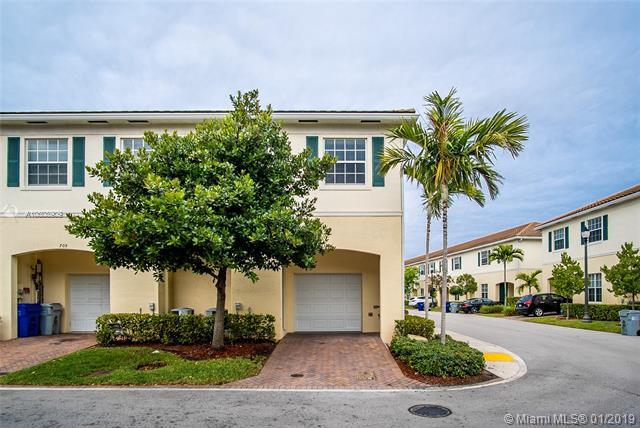 701 SW 1st Ln, Pompano Beach, FL 33060 (MLS #A10608909) :: The Paiz Group