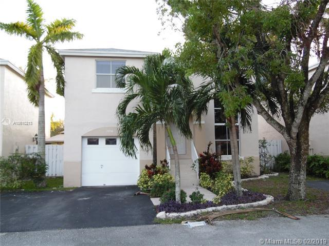 7216 SW 44th Ct, Davie, FL 33314 (MLS #A10610213) :: Green Realty Properties