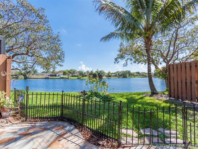 7880 NW 11th Pl #7880, Plantation, FL 33322 (MLS #A10611370) :: The Teri Arbogast Team at Keller Williams Partners SW
