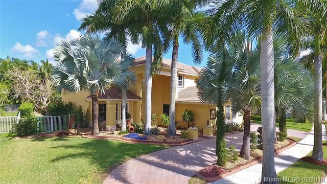1487 Victoria Isle Dr, Weston, FL 33327 (MLS #A10612030) :: The Teri Arbogast Team at Keller Williams Partners SW