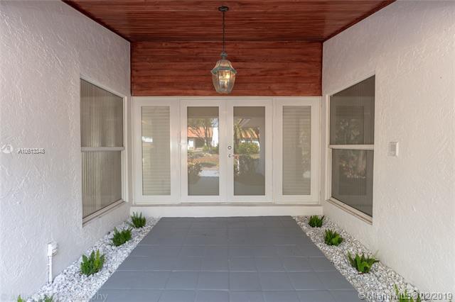 7740 SW 183 Terrace, Palmetto Bay, FL 33157 (MLS #A10613348) :: Grove Properties