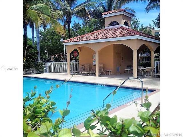 619 E Sheridan St #201, Dania Beach, FL 33004 (MLS #A10614877) :: Grove Properties
