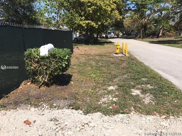7555 SW 134th St, Pinecrest, FL 33156 (MLS #A10615549) :: Grove Properties