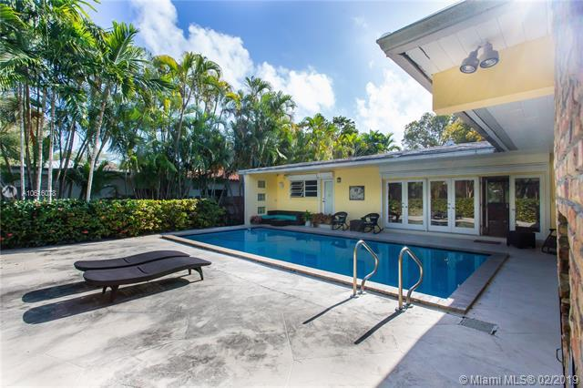 15 Pinta Road, Miami, FL 33133 (MLS #A10616078) :: The Paiz Group