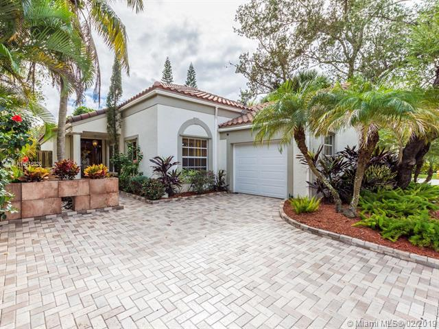 10310 NW 10th Ct, Plantation, FL 33322 (MLS #A10616326) :: Green Realty Properties