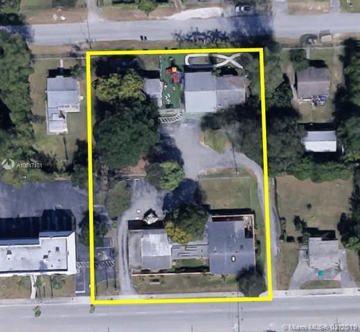 9745 SW 184th St, Palmetto Bay, FL 33157 (MLS #A10617181) :: Grove Properties