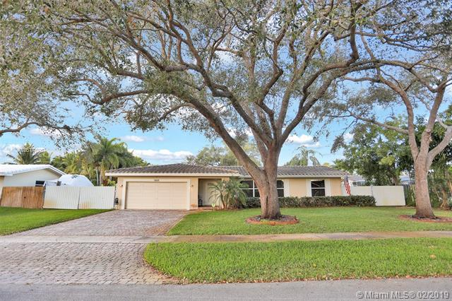 7451 NW 7th Ct, Plantation, FL 33317 (MLS #A10617605) :: Green Realty Properties