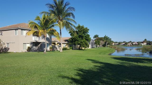 6337 Willoughby Cir, Lake Worth, FL 33463 (MLS #A10617611) :: The Paiz Group