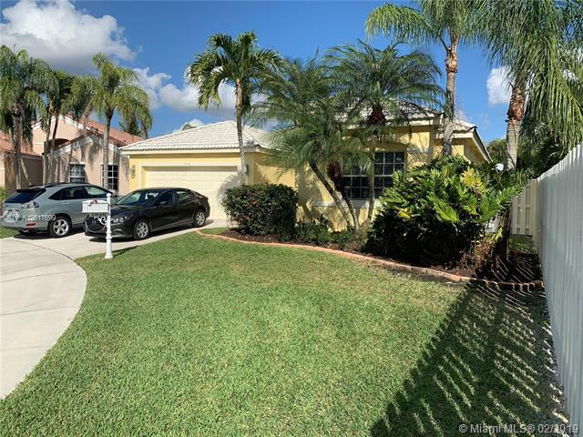1046 Cedar Falls Dr, Weston, FL 33327 (MLS #A10617699) :: Green Realty Properties