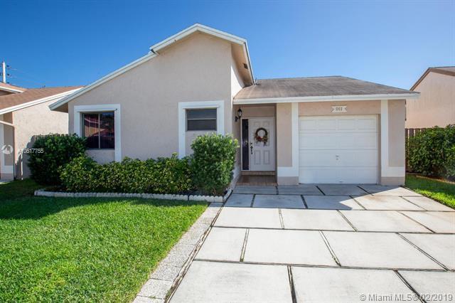 911 SW 109th Ave, Pembroke Pines, FL 33025 (MLS #A10617755) :: Green Realty Properties