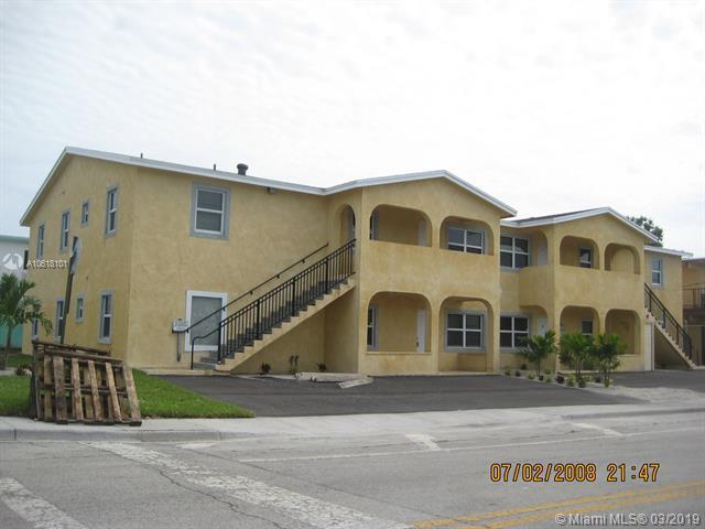 749 SW Avenue C, Belle Glade, FL 33430 (MLS #A10618101) :: The Paiz Group