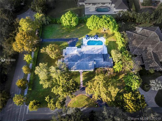 5945 SW 107th St, Pinecrest, FL 33156 (MLS #A10618322) :: Grove Properties