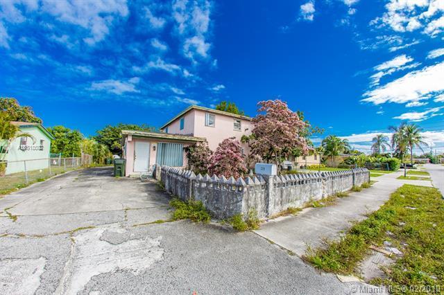 229 SW 15th Ave, Delray Beach, FL 33444 (MLS #A10618502) :: The Paiz Group
