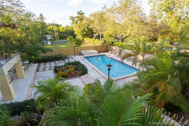 2545 S Bayshore Dr #201, Miami, FL 33133 (MLS #A10618520) :: Miami Lifestyle