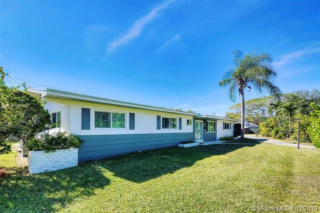 7480 SW 136th St, Palmetto Bay, FL 33156 (MLS #A10618537) :: Grove Properties